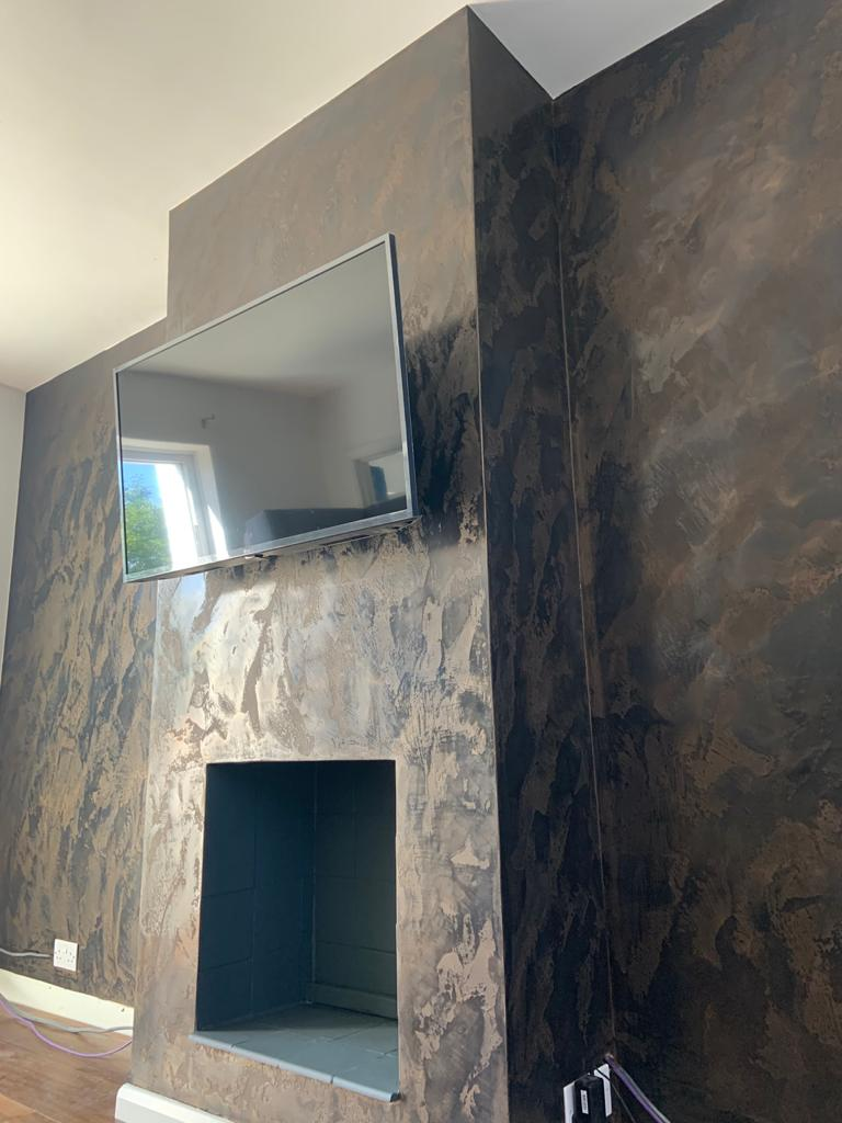 Venetian Plaster Surrey - Black and gold Venetian Plaster TV feature wall 2 - Ultra Finishes