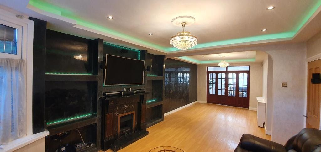 Venetian Plaster Surrey - black polished plaster feature wall - Ultra Finishes